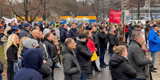 Hollanda'da restoran ve kafe sahipleri, korona önlemlerini protesto etti