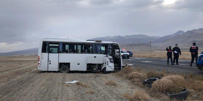 Konya'da midibüs devrildi: 14 yaralı