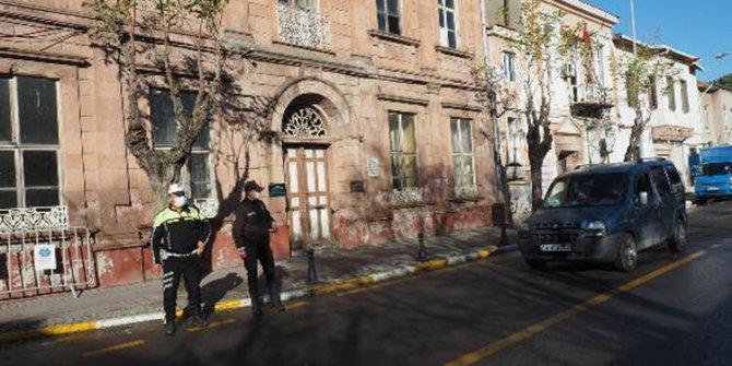 Ayvalık'ın 2 caddesine girişlere kişi sınırlaması