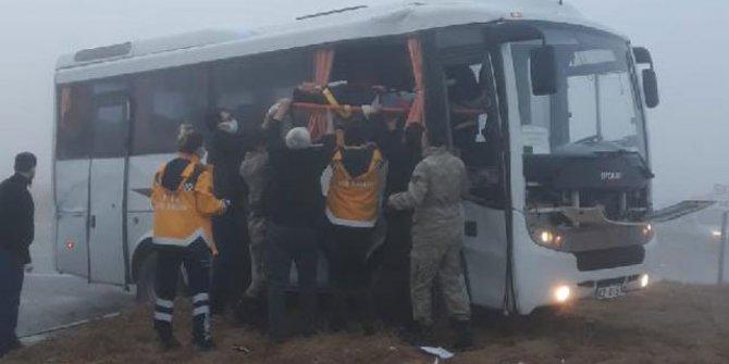 Konya'da askeri servis aracı ile TIR çarpıştı: 10 yaralı