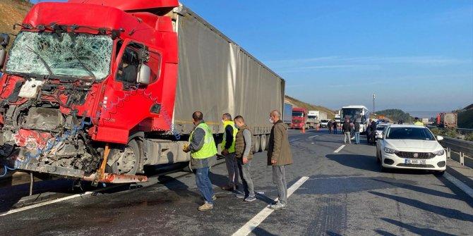 Kuzey Marmara Otoyolu'nda yolcu otobüsü ile TIR çarpıştı: 3 yaralı