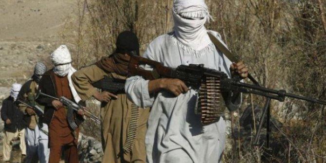 Taliban militanları 7 polisi kurşuna dizdi