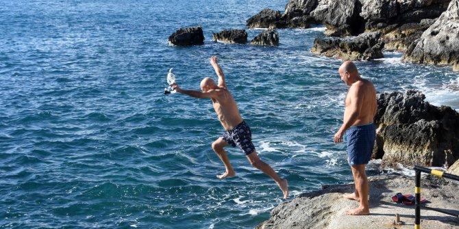 Antalya Demre'de Aralık'ta deniz keyfi