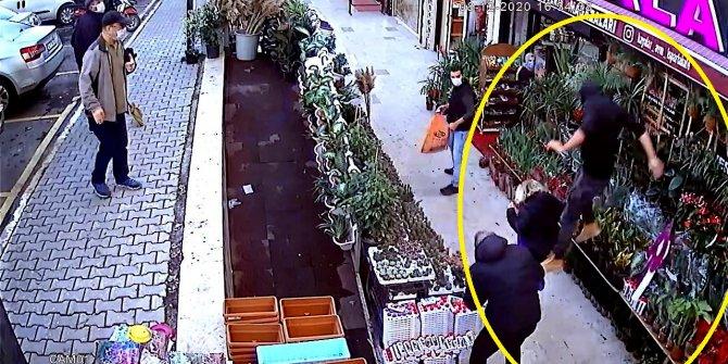 Avcılar'da bıçaklı saldırgan dehşeti kamerada