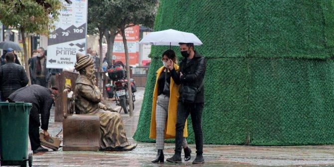 Edirne'de sağnak yağış etkili oldu