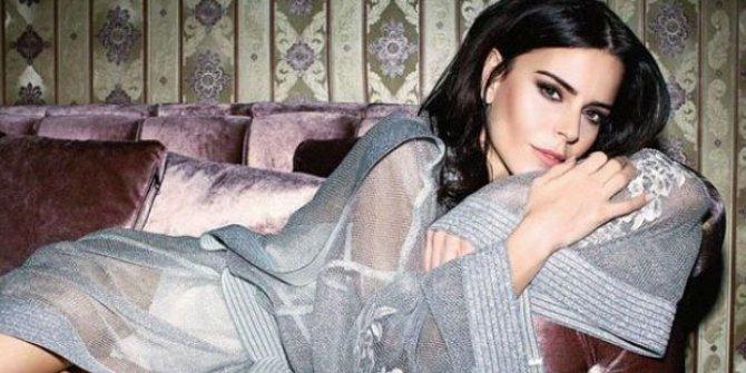 Ünlü şarkıcı Simge Sağın apar topar hastaneye kaldırıldı
