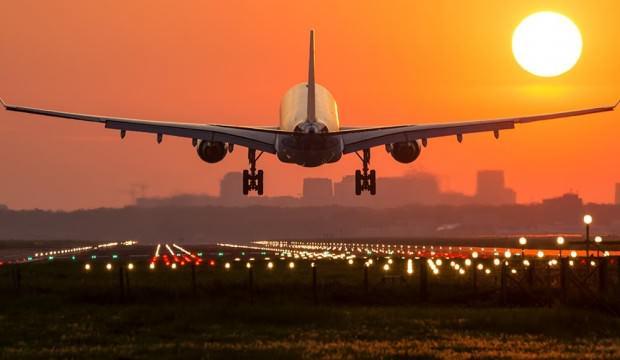 Dalgın Pilot yönünü şaşırdı yolcuları başka havaalanına indirdi
