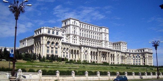 Romanya'da koalisyon hükümeti parlamentodan geçti