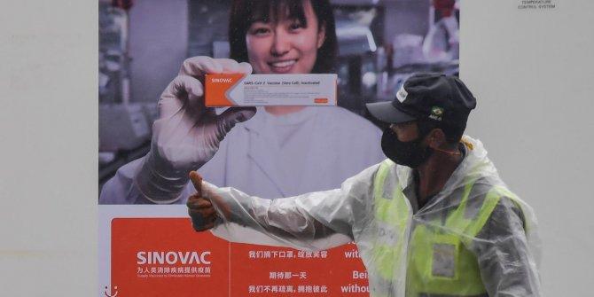 Ukrayna'da Sinovac aşısı alıyor
