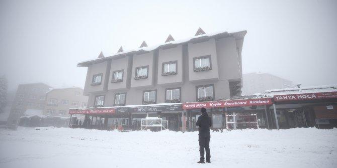 Kar yağışı turizmcilerin yüzünü güldürdü