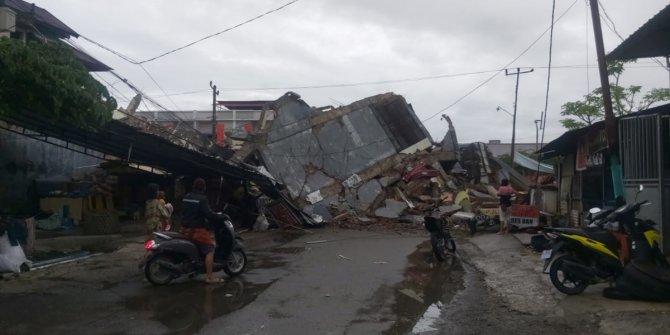 Endonezya'da çok şiddetli deprem. İki bin kişi tahliye edildi