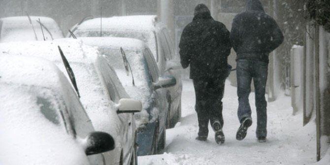 Karda yürürken dikkat. Uzman isim karda yürüyüş yaparken dikkat edilmesi gereken 10 kuralı açıkladı