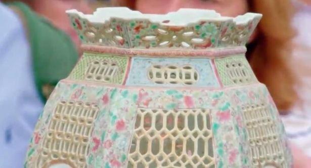 İngiltere'de Antiques Roadshow programı hayatını değiştirdi. Çöpe atacakken cüzdanı balon gibi şişti