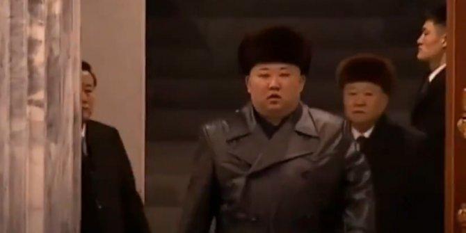 Kuzey Kore lideri Kim Jong un ortaya çıktı. Öldü denilen ama bir türlü ölmeyen adam