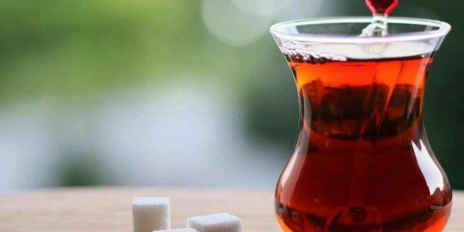Dr. Sübet Özerdem çaydaki tehlikeleri tek tek sıraladı. Tiryakiler çay keyfiniz zehir olmasın