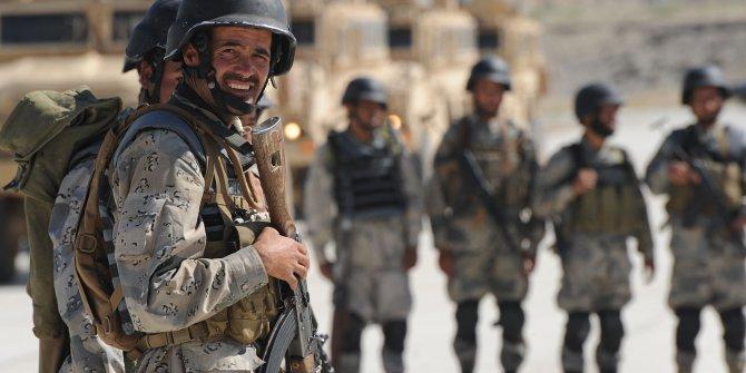 Afganistan'da 3 polis 12 meslektaşını öldürdü