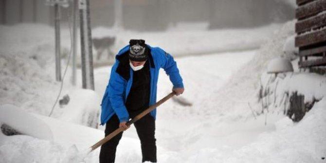 Bursa'da kar yağışı etkisini artırdı. Valilik uyardı