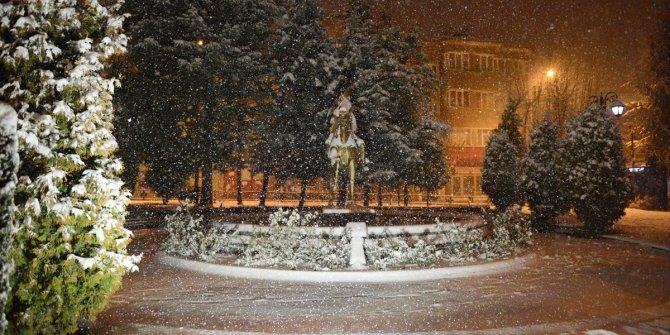 Kar yağışı bastırdı. İşte Türkiye'nin çeşitli illerinden son durum