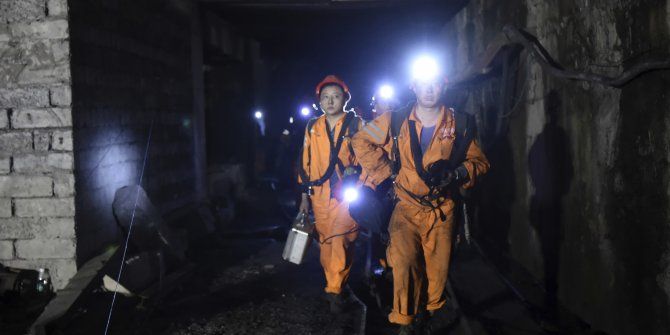 Çin'de meydana gelen patlama sonrası maden ocağında mahsur kalan 12 kişi kurtarıldı