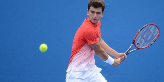 Milli tenisçi  Kırkın ikinci tura yükseldi