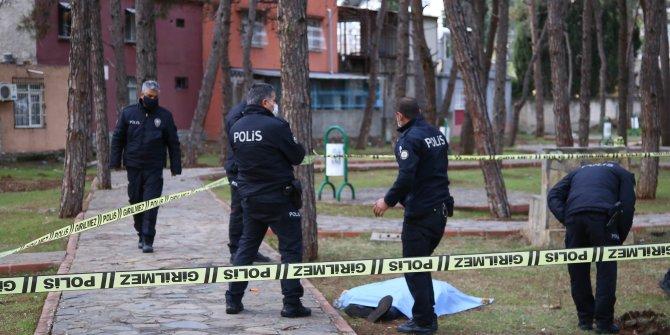 Adana'daki parkta erkek cesedi bulundu