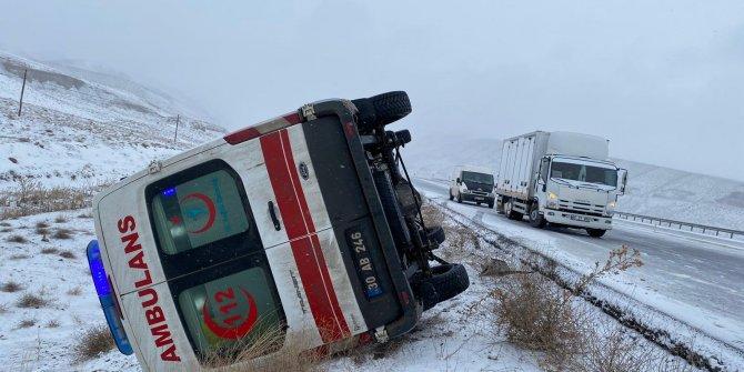 Hakkari'de ambulans devrildi