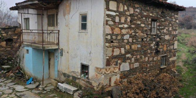Antik lahit evin duvarında kullanılmış