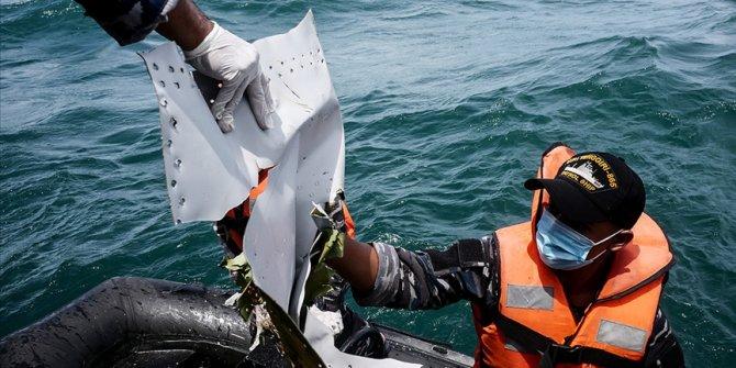 Endonezya'da düşen yolcu uçağını arama çalışmaları sona erdi