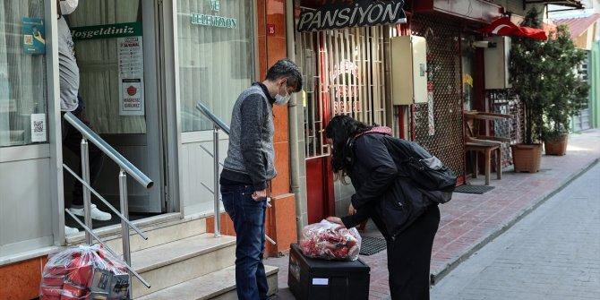 Otellerde misafir edilen evsizlere sağlık sigortası da yapılıyor