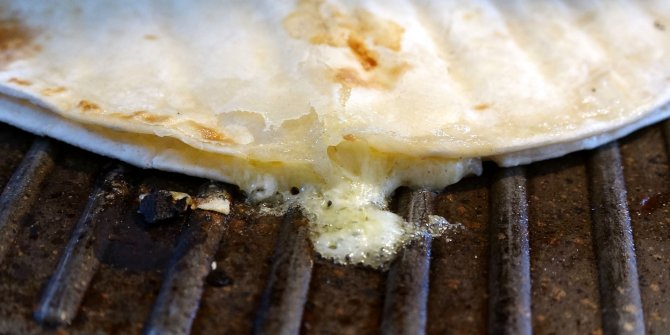 Karadeniz mutfağının vazgeçilmezi kuymak donduruldu. 2 bin kişiye tattırdı doğru lezzeti buldu