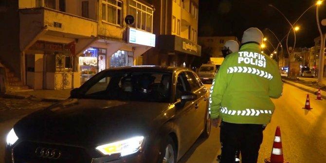 Sakarya'da yasağı ihlal eden sürücü polise sinirlendi