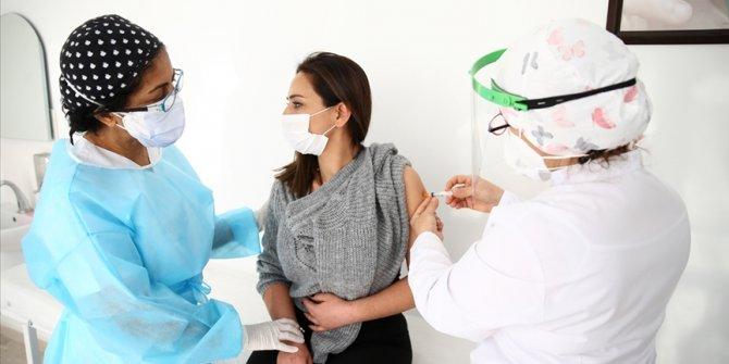 Türkiye'de korona aşısı yapılan kişi sayısı 1 milyon 200 bini geçti