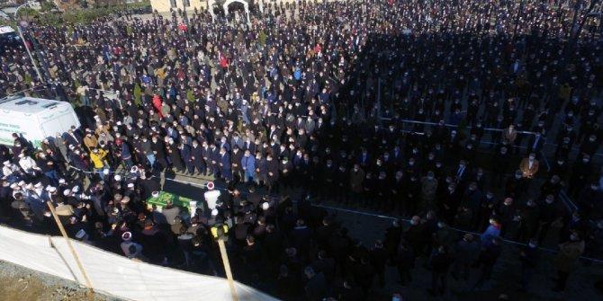 Koronadan ölen hocanın cenazesine binlerce kişi katıldı!