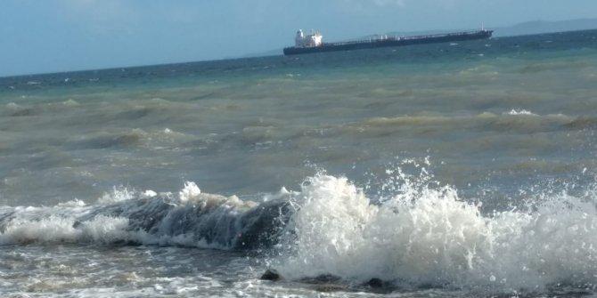 Fırtına Marmara Denizi'nden etkisini sürdürüyor