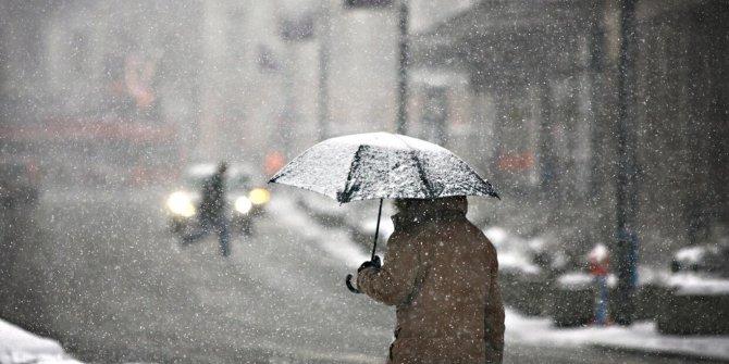 AKOM'danİstanbul için kar uyarısı. Saat verip ilçe ilçe açıkladı