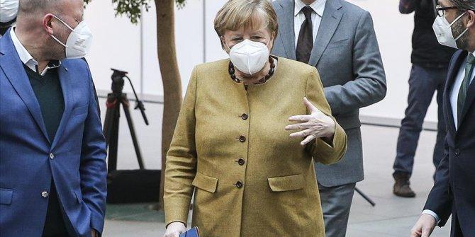 Merkel: Pandemi gelecek aylarda ve yıllarda da hayatımızı etkileyecek