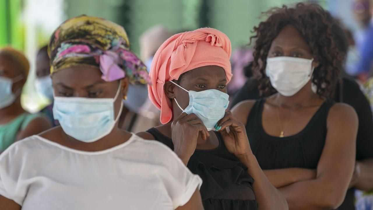 Afrika için 400 milyon doz daha Kovid-19 aşısı satın alındı