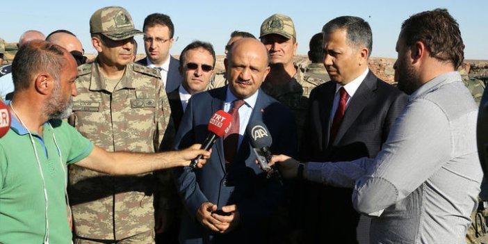 Savunma Bakanı Fikri Işık ve Org. Zeki Çolak sınırda