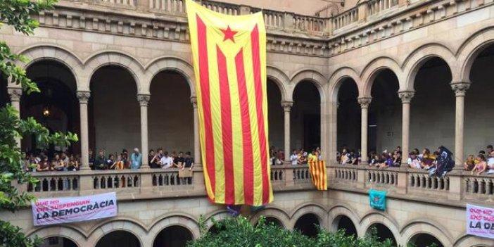Öğrenciler Barcelona Üniversitesi'ni işgal etti