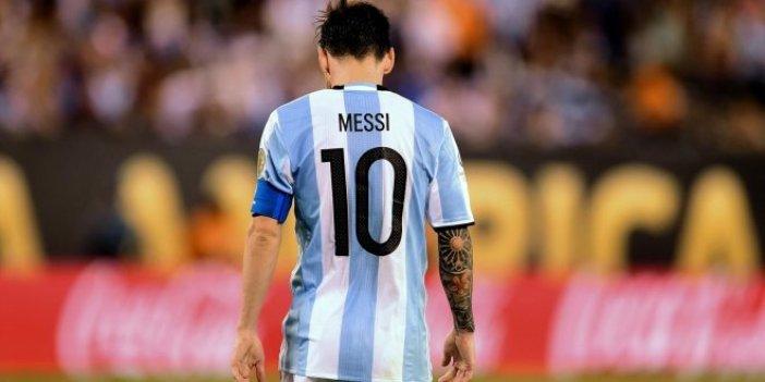Messi bu sefer takımını yaktı!
