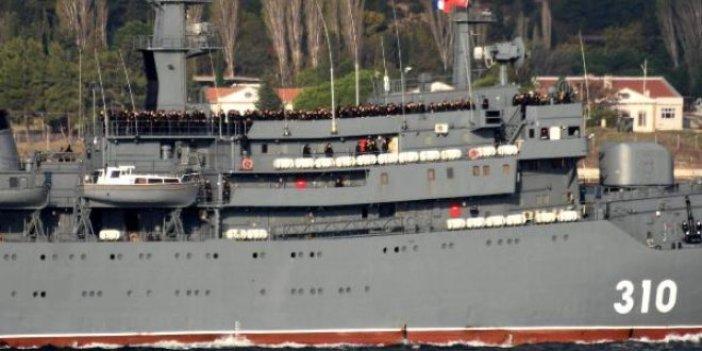 Rus savaş gemisi Çanakkale Boğazı'ndan böyle geçti
