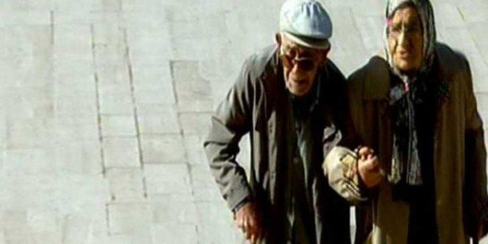 Anıtkabir'deki yaşlı çift görenleri duygulandırdı