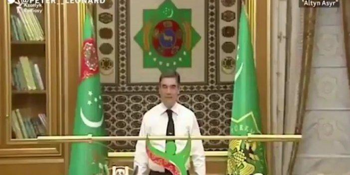 Türkmenistan Devlet Başkanı altın halter kaldırdı