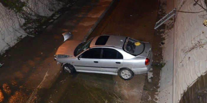 İstanbul'da otomobil su kanalına uçtu!