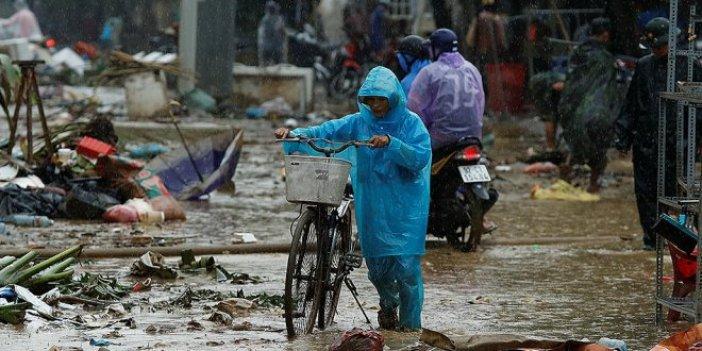 Vietnam'da tayfun 12 can aldı