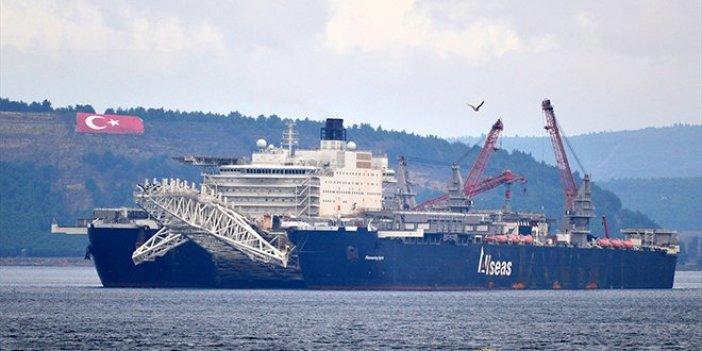 Dev gemi, Çanakkale Boğazı'ndan geçti