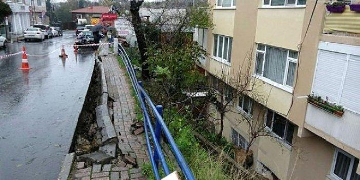 Sarıyer'de istinat duvarı çöktü!