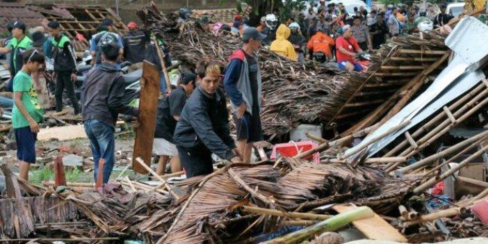 Endonezya'da tsunami sonrası ölü sayısı artıyor