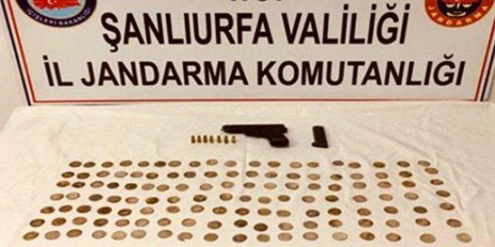 """Şanlıurfa'da otomobilde 130 altın """"sikke"""" ele geçirildi"""