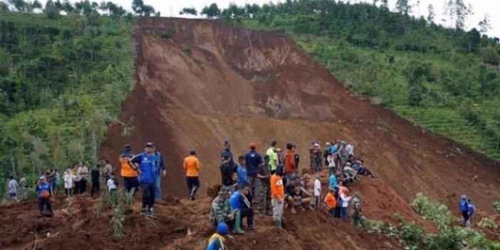 Endonezya'da heyelan: 32 kişi öldü